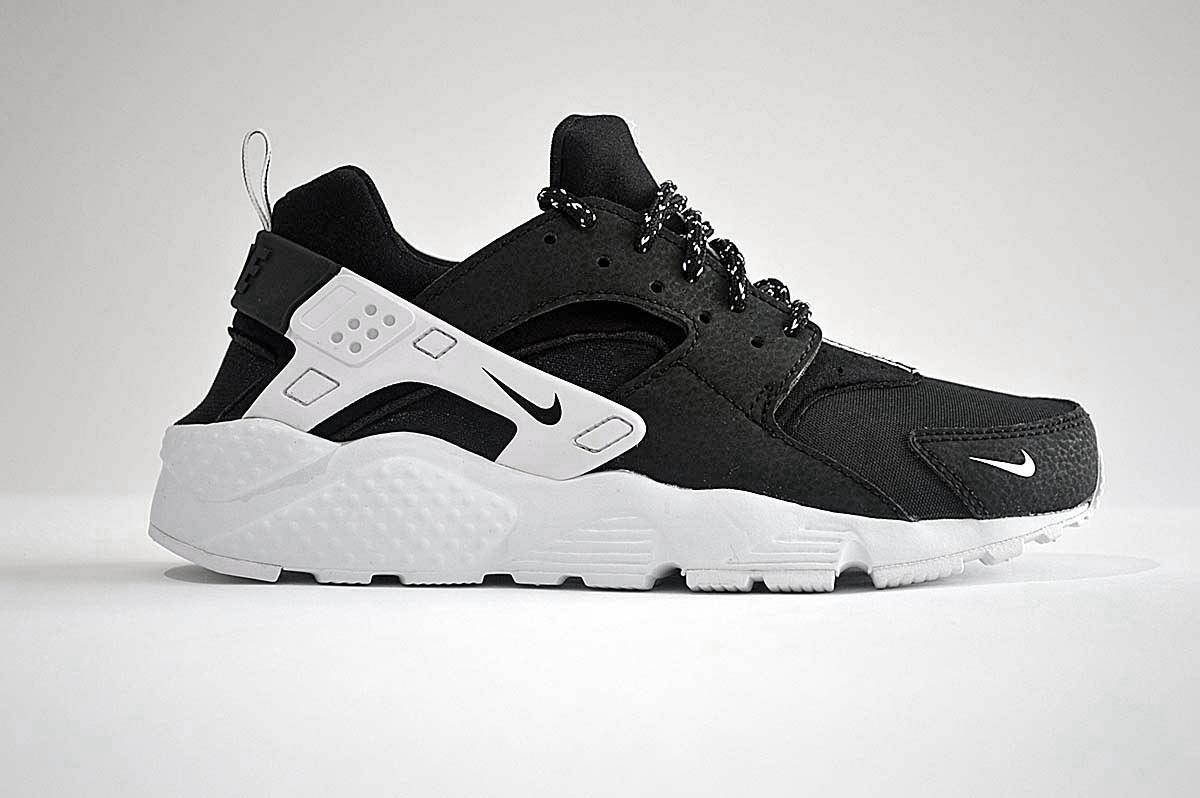 Nike Huarache Run Trainers SE GS 909143