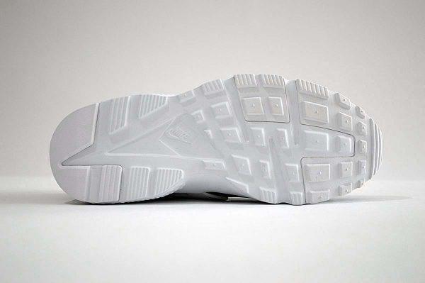 "Nike Huarache Run Trainers <span class=""prodcode""><br>SE GS 909143-006</span>"