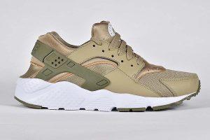 "Nike Huarache Run trainers <span class=""prodcode""><br>GS654275 200</span>"